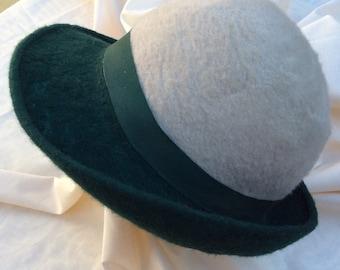Vintage 70s ladies felt hat with petersham ribbon trim.