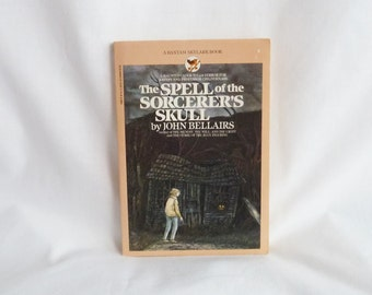 1984 The Spell of the Sorcerer's Skull - John Bellairs - Edward Gorey Cover - Vintage 1980s Children's Book
