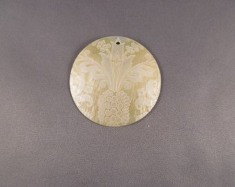 Lillypilly Etched Shell Pendant - Pineapple Scroll Design