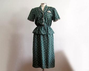 1940s Dress / 40s Novelty Print Dress / Green & Cream Printed Cotton Day Dress / Peplum Waist / XSM