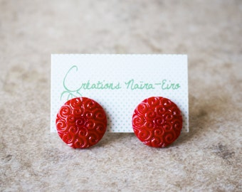 Big bright red buttons earrings, big whirlpools stud earrings - 19 mm - Creations Naïra-Eiro - recycled vintage buttons