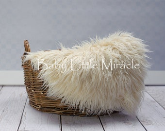 IVORY, Faux fur, 20x20,Newborn Photo Props,Newborn Photography,Photography Props,Blanket,Baby Props,Basket Stuffer,20x20 inch,photo rug