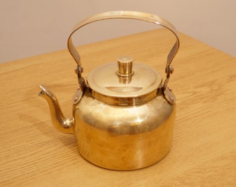 Vintage brass tea / coffee pot / kettle with lid