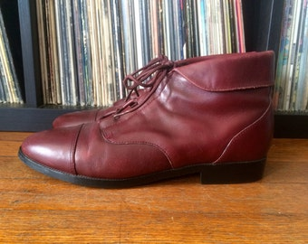 Vintage Womens PRIMA ROYALE Burgundy Leather Ankle BOOTS Size 9 Granny Victorian Lace Up Hipster
