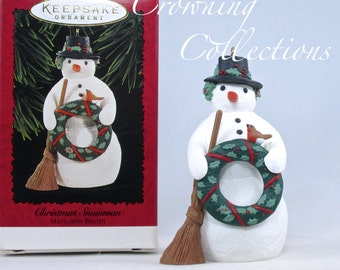1996 Hallmark Christmas Snowman Marjolein Bastin Keepsake Ornament Nature's Sketchbook Vintage Wreath Bird FIgurine