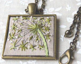 Queen Annes lace flower necklace hand embroidery in green and white on silk.