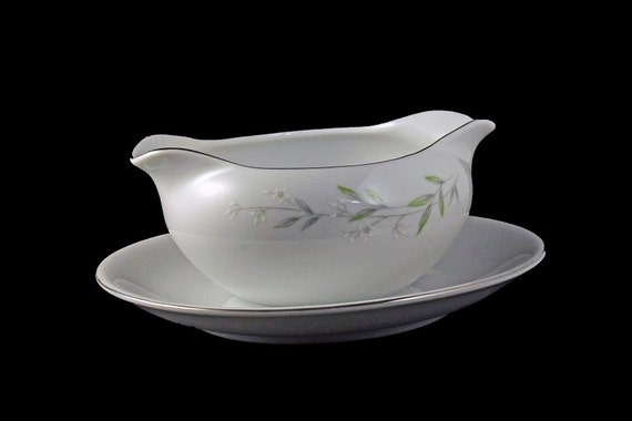 Gravy Boat, Attached Underplate, St. Regis, Fine China, Made in Japan, Floral Pattern, White Flowers, Green Leaves, Platinum Trim