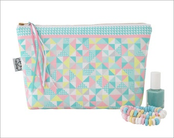 Large and cute make up bag with an original ANJESY design.
