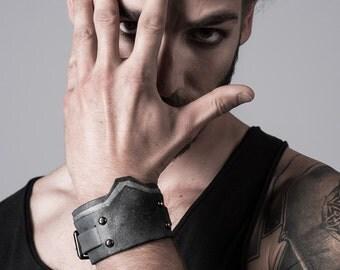 Bracelet homme en cuir gris façon armure / MH2