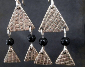 P'tits Triangles - earrings white bronze triangles, texture snake, Onyx and silver