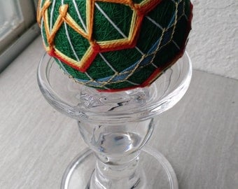 Green and yellow 8-pointed flower temari