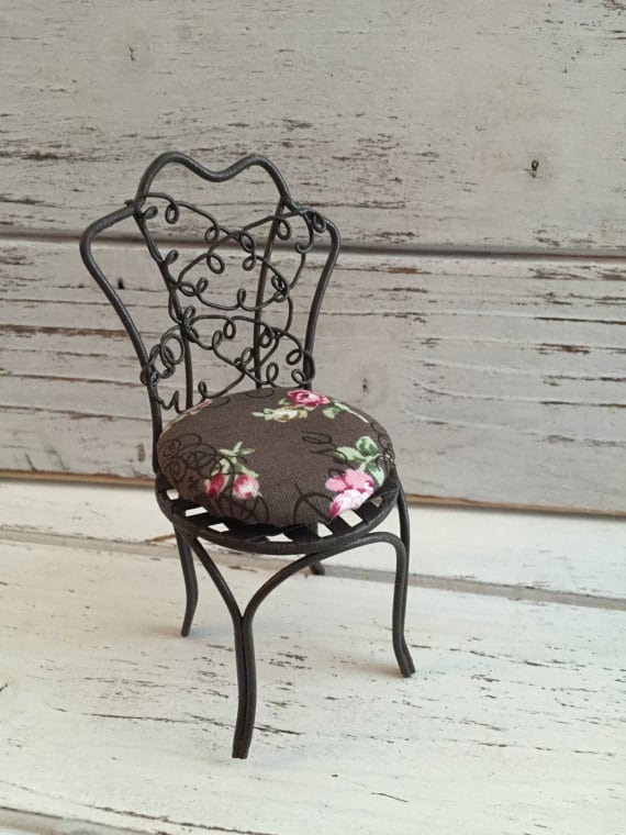 Miniature Garden Chair With Cushion by Reutter, Wire Chair, Dollhouse Miniature, 1:12 Scale, Pretty Metal Chair With Custion