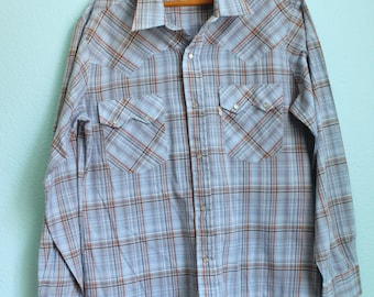 Vintage 70s Levis Western snap button shirt / big E / lightweight sawtooth blue plaid / size large