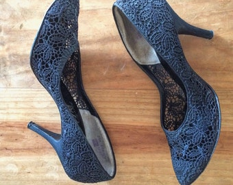 Vintage Black Lace Pumps, 1950s Black Heels, House of Pierre Hand Crafted High Heels, 50s Black Evening Shoes, Vintage Heels, Lace Shoes