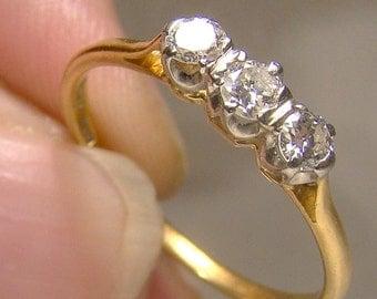 Edwardian 18K Yellow Gold 3 Diamonds Row Ring 1915-1920 Size 7-3/4