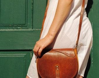 Vintage leather bag, leather bag vintage, womens leather bag, leather crossbody bag, womens crossbody bag, simple leather bag, 70s bag