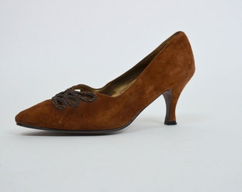 Maggi Heel   6   Vintage 1990s Brown Suede Pointed Toe Stilettos 90s Cut Out Minimal Shoe