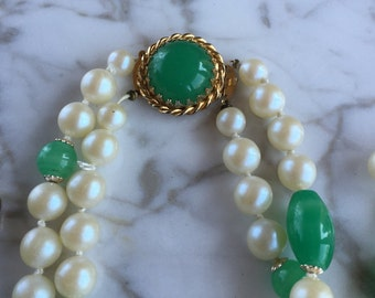 Vintage pearls green stone necklace earrings demi
