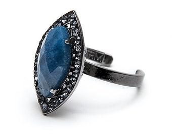 Ring of lapis lazuli and Swarovski crystals