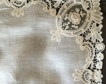 """Antique Handkerchief point de gaze Brussels lace Duchess lace 11"""" x 11"""" White linen For wedding accessory collector Very good condition"""