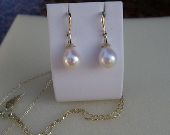 Elegant earrings in yellow gold 585 (14 K) with drop beads!
