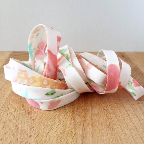 """Bias Tape- Kaufman Woodland Clearing Scattered Flowers in Ivory 1/2"""" double-fold binding- 3 yard roll"""