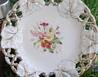 Floral decorative plate with gold detail