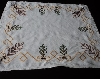 French Vintage embroidered linen doily / tray cloth (03328)