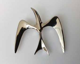 """Vintage Sarah Coventry """"Sea Bird"""" Brooch! This Piece Embodies the Simplicity and Elegance of the Modernist Movement! Silver Tone. 2""""x2""""."""