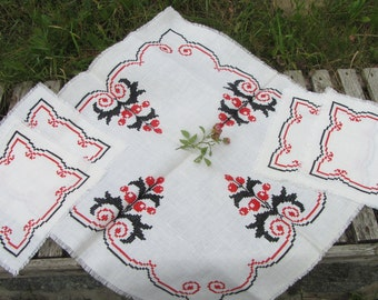Vintage Handmade TableCloth Cross Stitch, Needlepoint, with diametrical ornament and 4 napkins in same style