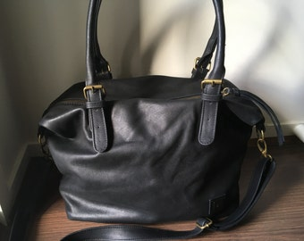 Black leather tote.The best shoulder, crossbody bag.Lots of room, side pockets, fully lined. Durable genuine leather, customise it to suit.