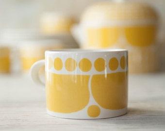 Rare Arabia Finland Sunnuntai Mug Mid Century, Arabia SUNNUNTAI Birger Kaipiainen Finland, 1960s Yellow Gold Finish Mug Coffee Cup