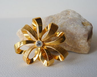 Gold Tone Rhinestone Flower Pin Retro Floral Pin, Rhinestone Gold Modernist Pin, Flower Pin-Brooch, Vintage Gold Costume Jewelry, Retro Pin