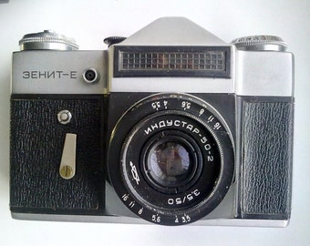 Vintage film camera The Zenit E , Russian camera with original leather case, Made in USSR.