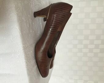 Vintage 1950s Shoes // Women's Faux Alligator // Pumps // High Heels // NATURALIZER Size 9W