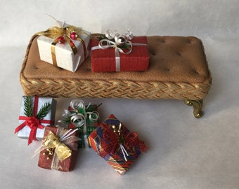 Original Christmas packages with decorations and ribbons, handmade, 1/12 scale.