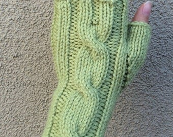 One Cable Fingerless Gloves/Hand Warmers/Manicure Gloves (Pistachio)