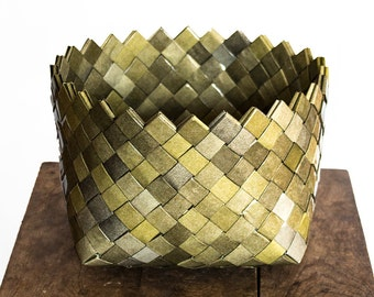 Recycled Paper Basket, Moistureproof Storage Basket made of Misprinted Newspaper and Tape