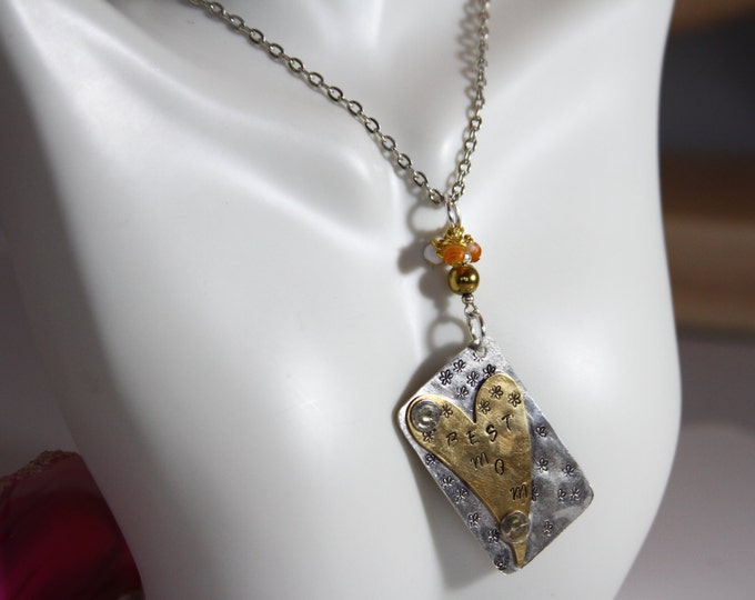 """Whimsical """"Best Mom"""" chain necklace"""