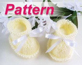 Pregnancy Reveal Baby Booties Pattern, Easy Knit Baby Booties Tutorial, PDF Pattern, Pregnancy Announcement Booties, New Baby Announcement