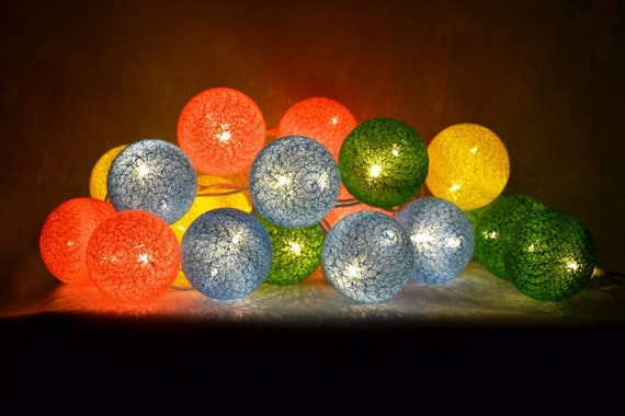guirlande lumineuse led 20 boules jaune vert bleu rose flash. Black Bedroom Furniture Sets. Home Design Ideas