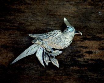Vintage silver metal bird with blue eye pin brooch