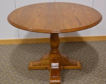 Nichols & Stone Oak Table w/1 Leaf