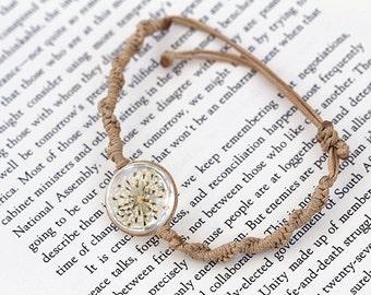 Queen Anne's Lace Resin Charm Bracket -  Pressed Real Flower Jewelry, Handmade Bracelet