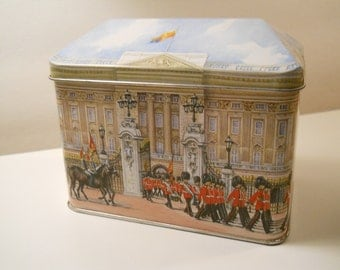 Buckingham Palace Bentley's of London Candy Tin / Made in England