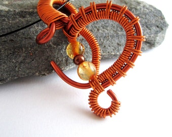 Pendant copper arabesque . Wire wrapping in aluminum wire , beads. in twisted wire necklace