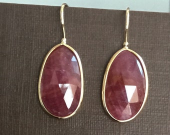 14k solid yellow gold and natural rubies earrings. Freeform, rose cut