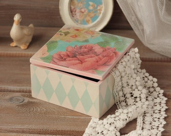 Jewelry Box Wood Storage Box Shabby chic Wood Box Trinket Box Keepsake Wood Box Treasury Box Wood Box with Cover Shaby Roses Container