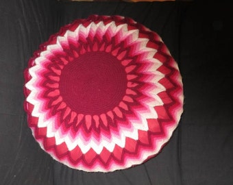 Round red pillow, crochet