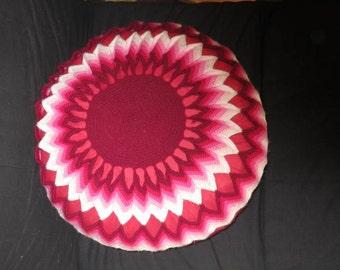 Round red pillow, crochet